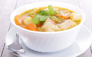 Можно ли кормящей маме кушать борщ, щи и супы: рекомендации к первым блюдами при грудном вскармливании