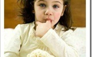 Ребенок все время сосет палец: почему и как отучить малыша в 1-2 года брать все рот — советы психологов и педиатров