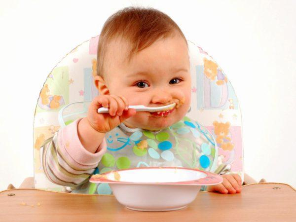 Как научить ребенка правильно держать ложку и кушать самостоятельно: рекомендации доктора комаровского
