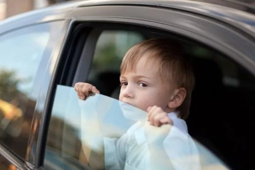 Что делать, если ребенка укачивает и тошнит в машине, и почему это происходит?