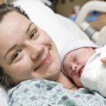 Как происходит процесс стимуляции родов в роддоме и дома на последних неделях беременности, в чем ее плюсы и минусы?