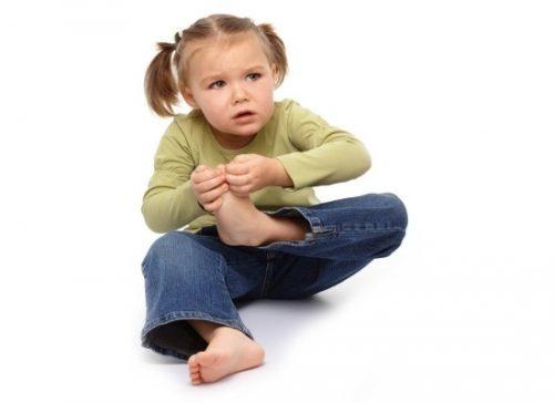 Почему у ребенка может болеть пятка и что делать при появлении этого неприятного симптома?
