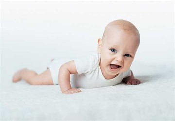 Когда новорожденного ребенка можно класть на животик: возраст, время и условия для выкладывания малыша