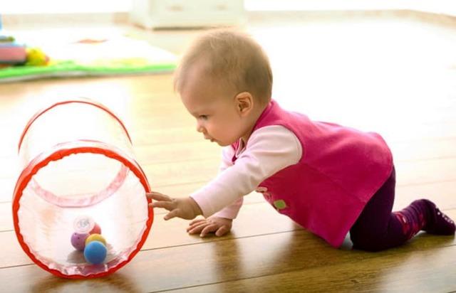 Когда ребенок начинает самостоятельно сидеть: особенности формирования навыка у девочек и мальчиков по месяцам