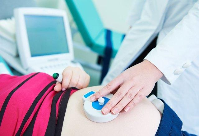 Как ребенок ведет себя в последние дни перед родами и при схватках: активно шевелится или затихает?