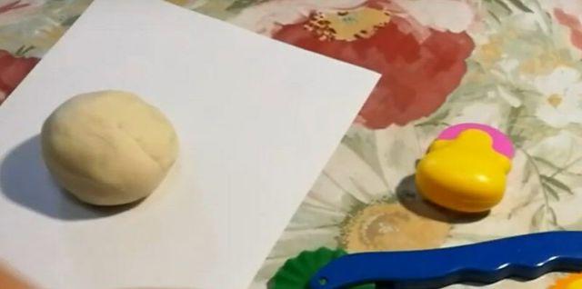 Простые рецепты соленого теста для лепки своими руками и фото поделок с детьми