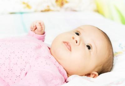 Сколько должен спать грудной ребенок в 3 месяца: нормы и причины беспокойного сна днем и ночью