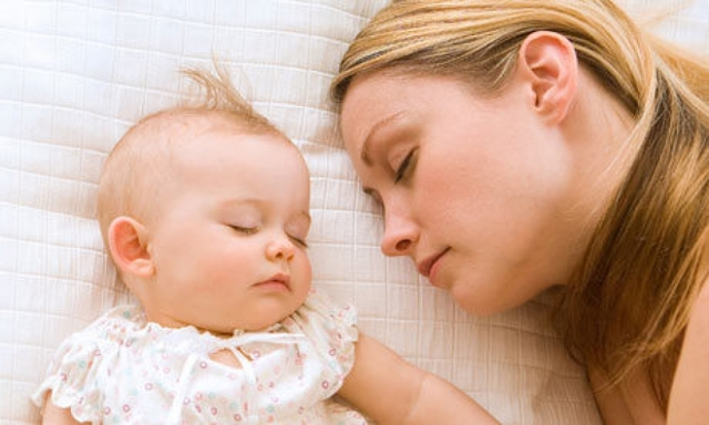 Режим дня и сна ребенка в 3 месяца на грудном, искусственном и смешанном вскармливании: примерный распорядок по часам
