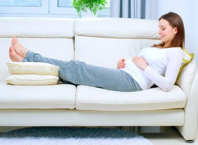Пробка у беременной перед родами: как она выглядит, на каком сроке беременности отходит?