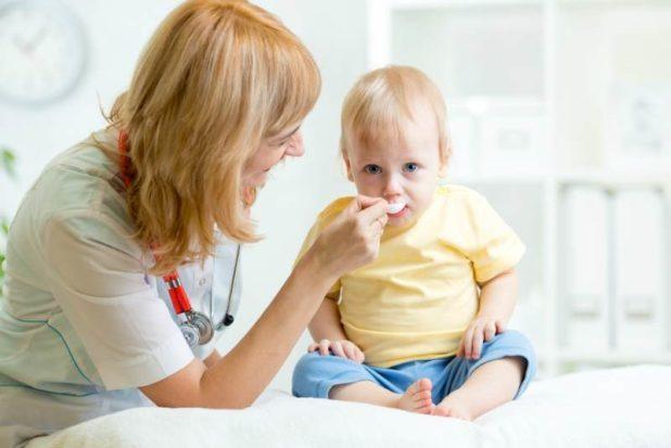 Как дать горькую таблетку маленькому ребенку: полезные советы для родителей