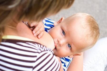 Можно ли кормящей маме кушать финики: польза и вред сухофрукта при грудном вскармливании