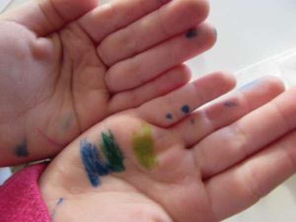 Что делать, если ребенок разрисовал себя фломастером - чем оттереть следы с кожи лица и тела?