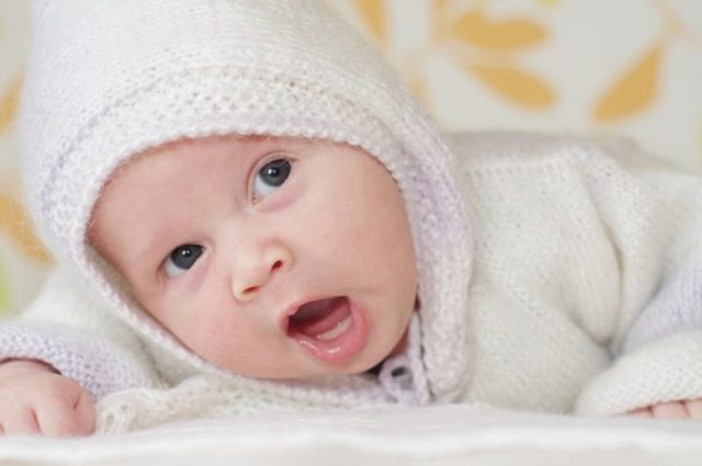 Режим дня и питания ребенка в 2 месяца на грудном и искусственном вскармливании: сколько должен бодрствовать малыш?