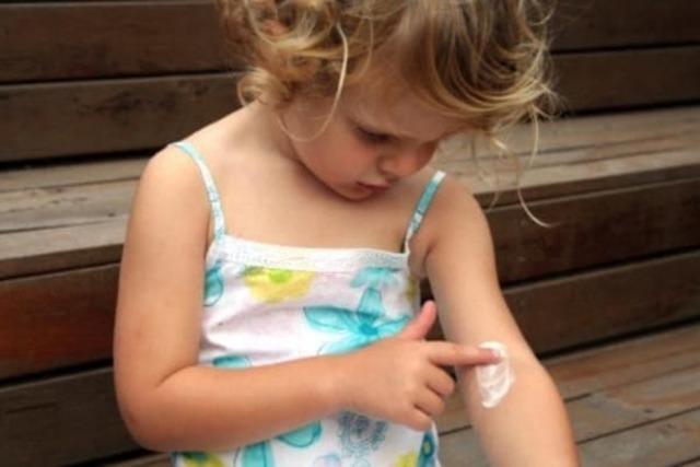 Эмоленты при лечении атопического дерматита у детей: список популярных препаратов