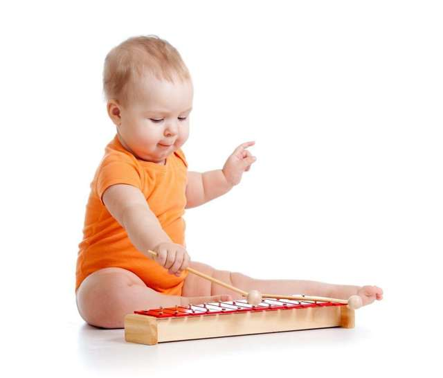 Развивающие игры и занятия с ребенком в 10 месяцев: подбираем полезные игрушки для малыша