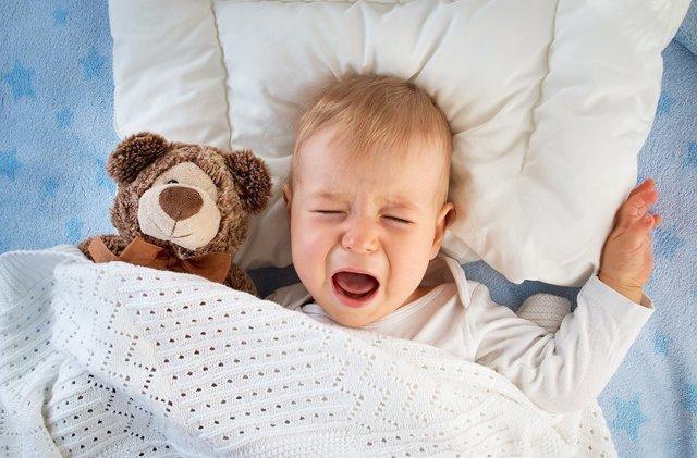 Ребенок 2-3 лет просыпается ночью с истерикой и не знает, чего хочет: причины и коррекция ночных страхов и кошмаров