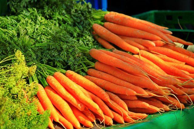 Можно ли кормящей маме морковь и морковный сок: особенности употребления в первый месяц грудного вскармливания