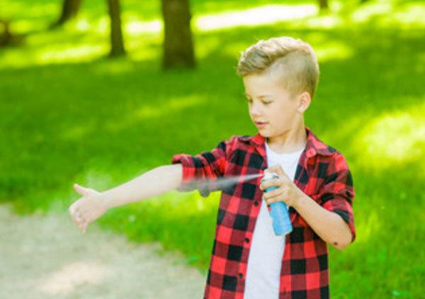 Ребенка покусали комары: какими средствами можно смазать укусы в домашних условиях?