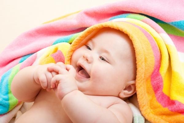 Как устраивать воздушные ванны для новорожденных и грудничков: выбираем место и время