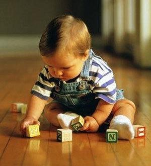 Режим дня и питания ребенка в 9 месяцев по часам: сколько должен спать и есть малыш?