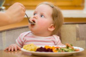 Как чистить зубы ребенку: когда начинать и какими способами приучать малыша к гигиене за полостью рта?