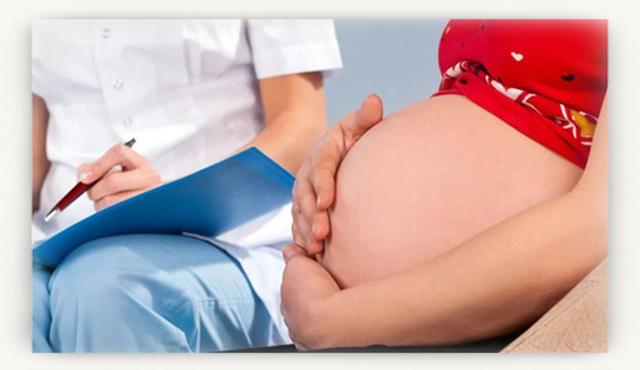 Почему на животе у беременных появляется полоса, на каких сроках беременности это происходит и что означает?