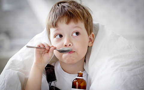 Чем лечить сухой и влажный кашель у ребенка в 1 год, какие средства можно использовать?