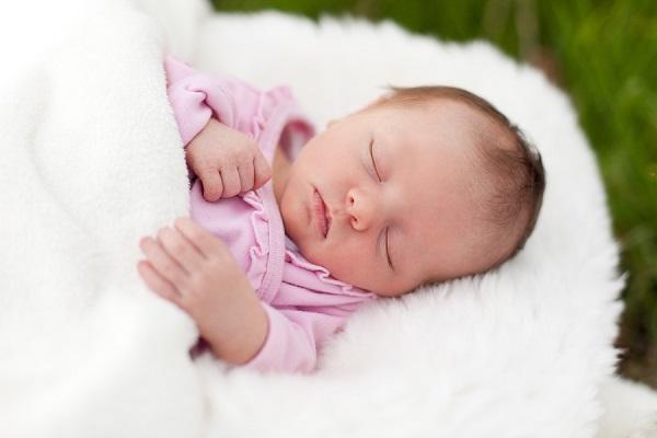 Развитие новорожденного ребенка на 3 неделе: умения малыша, особенности режима и ухода