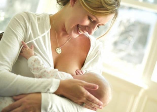 Когда у первородящих и повторнородящих женщин после родов приходит молоко?