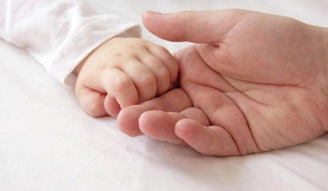 Таблица врожденных безусловных рефлексов новорожденных: видео и способы проверки