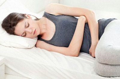 Почему после месячных тянет и болит низ живота, как избавиться от неприятных ощущений?