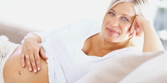 Можно ли забеременеть и родить во время климакса, если уже нет месячных?