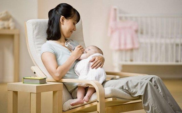 Как определить, что новорожденному не подходит смесь, и перевести ребенка с одного питания на другое?