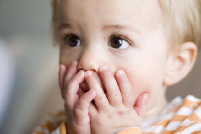 Как правильно мыть и подмывать новорожденного мальчика под краном: фото и видео об интимной гигиене грудничка до года