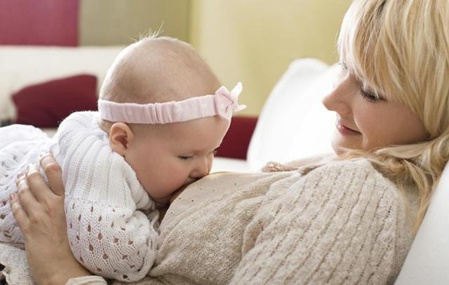 Как вырабатывается и образуется грудное молоко у женщин: 5 этапов периода лактации - от молозива до инволюции