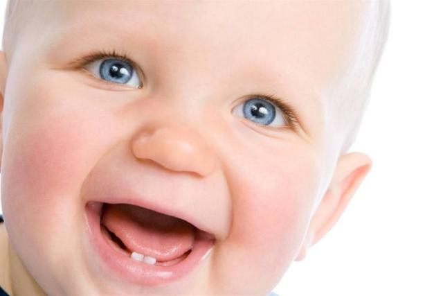 Что делать, если у ребенка болит зуб - какими лекарствами и средствами можно обезболить в домашних условиях?