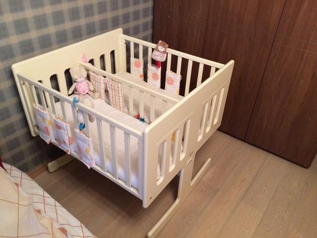 Выбор детской кроватки для новорожденной двойни: фото-обзор, виды и оптимальные размеры