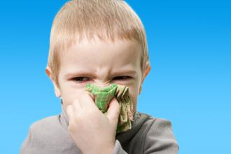 Причины и лечение заложенности носа у ребенка: эффективные препараты и народные средства