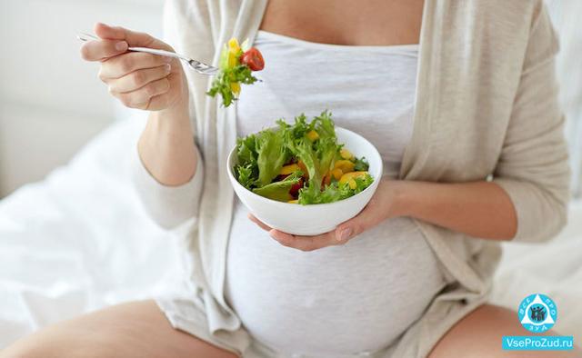 Почему во время беременности на ранних и поздних сроках может ощущаться зуд на коже, как с ним справиться?