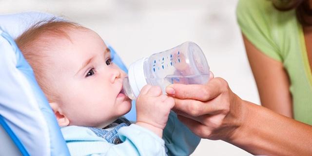 Чем кормить ребенка в период кишечной инфекции: особенности питания и щадящая диета