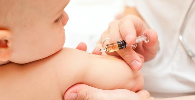 Делать ли ребенку прививку от гриппа: за и против, противопоказания и побочные эффекты