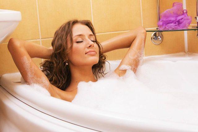 Когда после родов можно принимать ванну, почему важно выждать некоторое время?