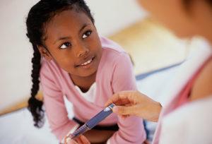 Таблица норм сахара в крови у детей разных возрастов: о чем говорят повышенные и пониженные показатели глюкозы?