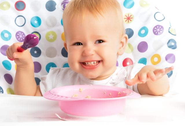 Схема первого прикорма при искусственном вскармливании с 3-4 месяцев: таблица введения продуктов детям до года