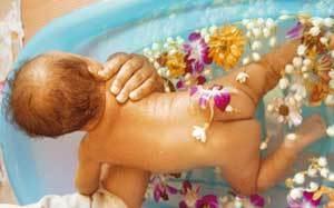 Купание новорожденных в ванне с ромашкой: 2 способа, как заваривать траву в нужных пропорциях