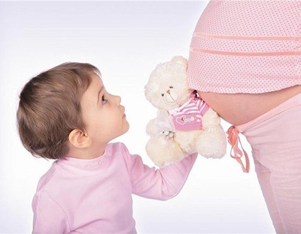 Как принимают первые роды у женщин, как проходит родовспоможение во второй раз, как выходит ребенок?
