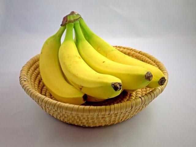 Можно ли кормящей маме употреблять бананы: рекомендации по введению продукта при грудном вскармливании