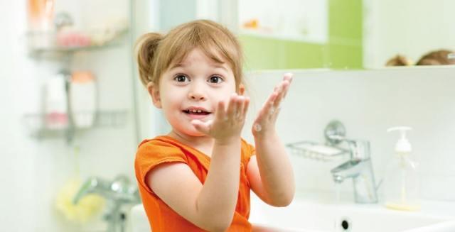Как быстро остановить рвоту у ребенка в домашних условиях: первая помощь при отравлении