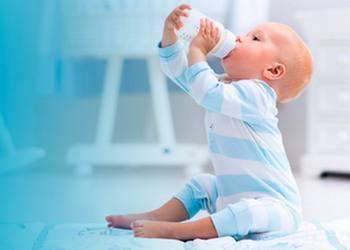 Когда и как давать соки ребенку: введение прикорма при грудном и искусственном вскармливании