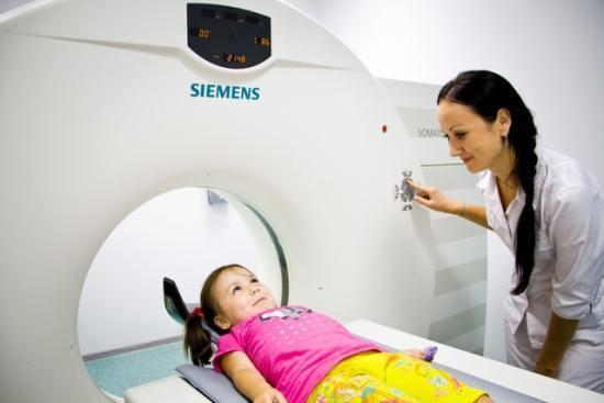 Что показывает мрт и кт головного мозга у новорожденных и детей старшего возраста?
